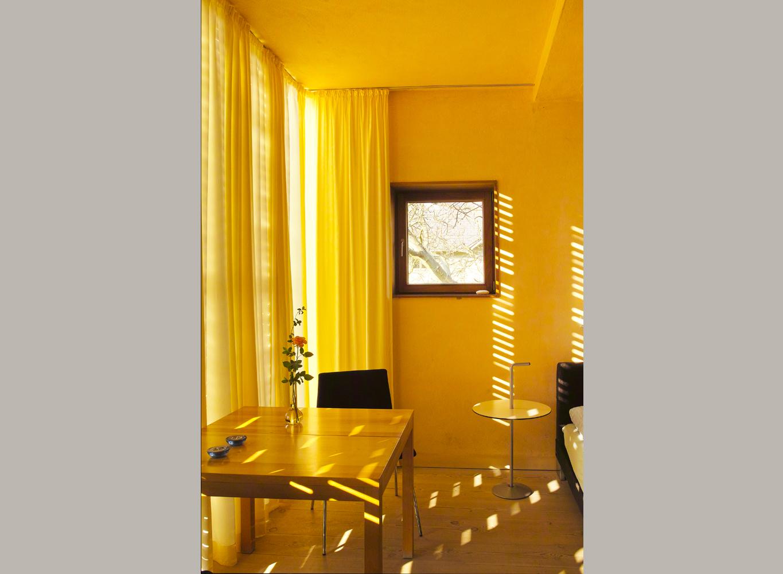 das kleine gartenapartment im obergeschoss 32 qm ferienwohnungen in potsdam zimmer mit. Black Bedroom Furniture Sets. Home Design Ideas