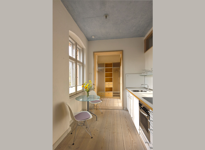 das parkbr ckenapartment im obergeschoss 38 qm ferienwohnungen in potsdam zimmer mit ausblick. Black Bedroom Furniture Sets. Home Design Ideas