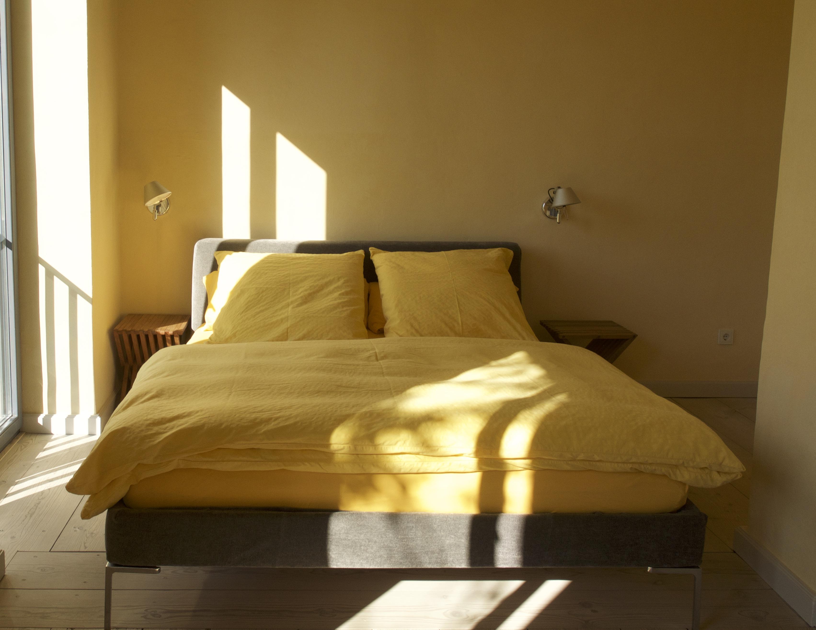 das seeapartment im obergeschoss 52 qm ferienwohnungen in potsdam zimmer mit ausblick. Black Bedroom Furniture Sets. Home Design Ideas